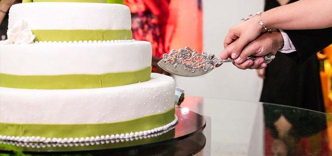 Svatební tradice a zvyky - rozkrojení dortu