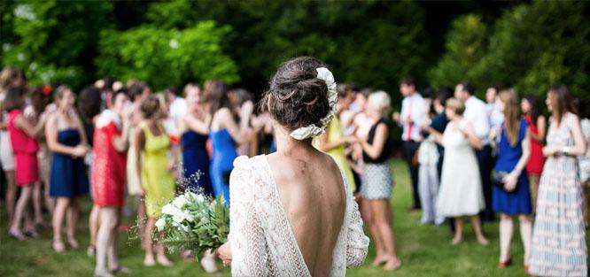 Svatební tradice a zvyky - házení kyticí