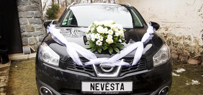 Výzdoba auta pro nevěstu