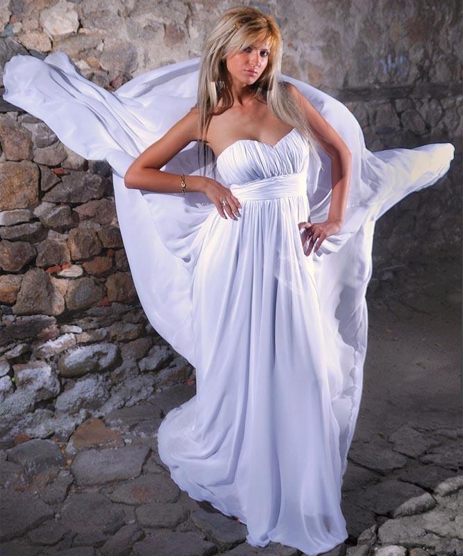 7db9c4d82a62 Jak vybrat svatební šaty - těhotenské. Oproti bohatému objemu  princeznovských šatů působí empírový střih ...