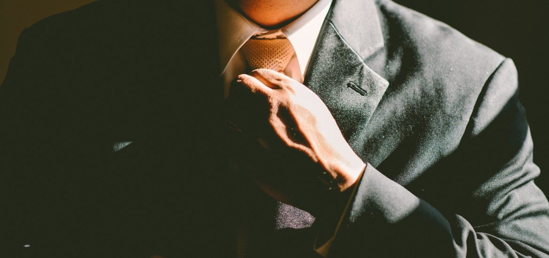 Šaty na svatbu pro muže
