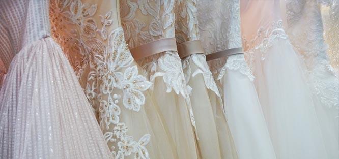 Šití svatebních šatů - proč je nechat ušít a za kolik  acc5db0e34