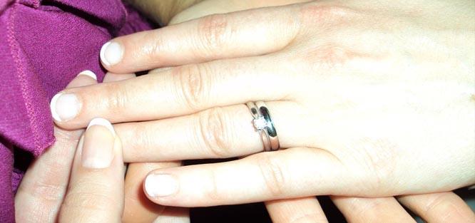 Jak vybrat zásnubní prsten - prsty
