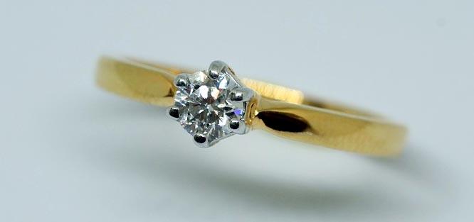 Možnosti zdobení zásnubních prstýnků
