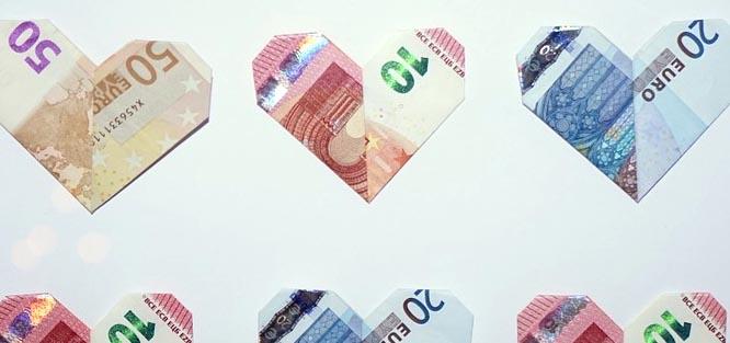 Jak darovat peníze novomanželům