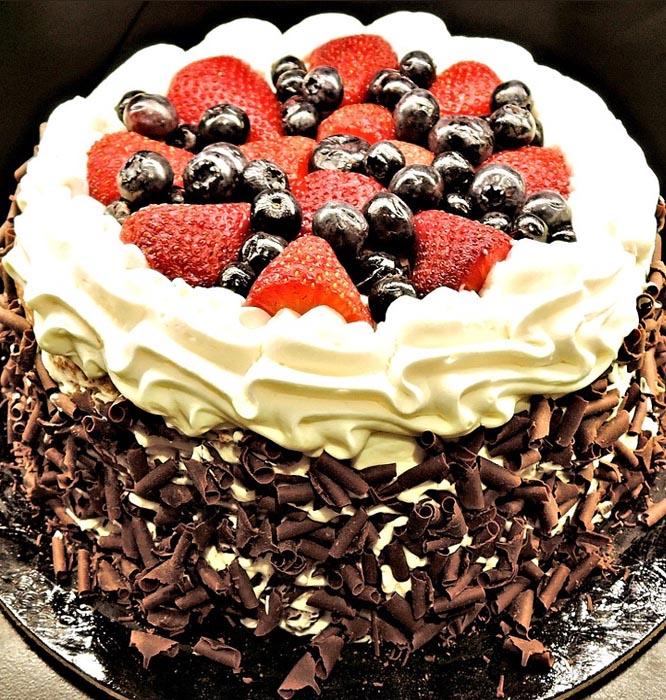 Šlehačkový svatební dort