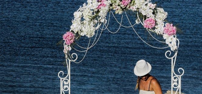 Jak ozdobit svatební oblouk