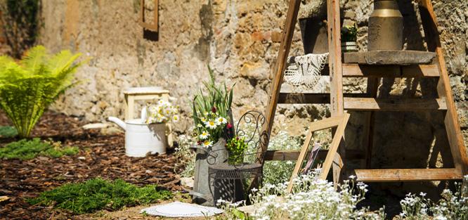 Romantická přírodní svatba venku