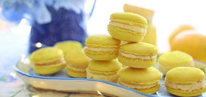 Žlutá svatba - makronky