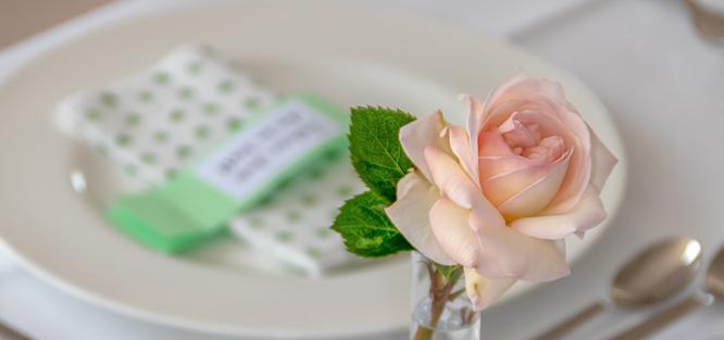 Růžovo mintová svatba