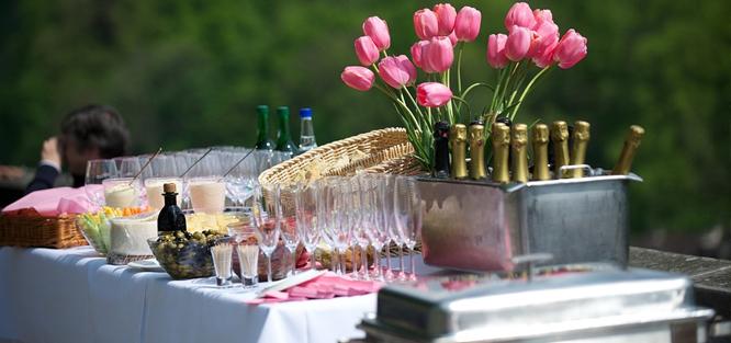 Svatba na zahradě - občerstvení