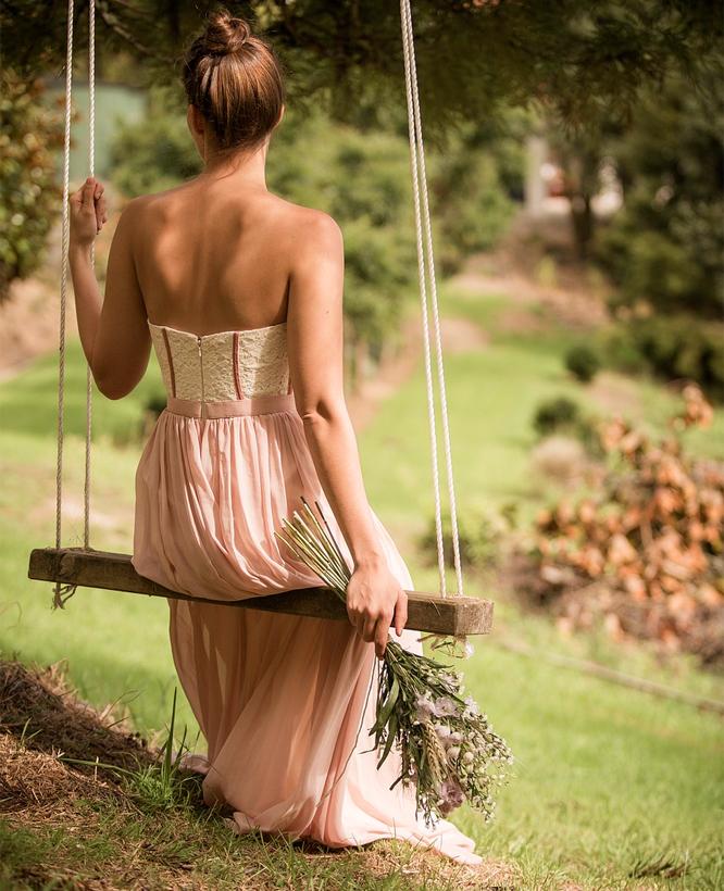Netradiční barevné svatební šaty