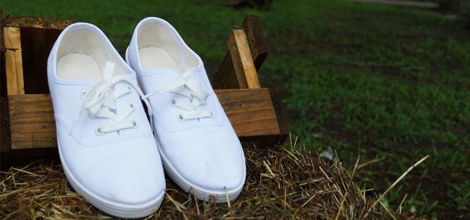 Bílé svatební tenisky