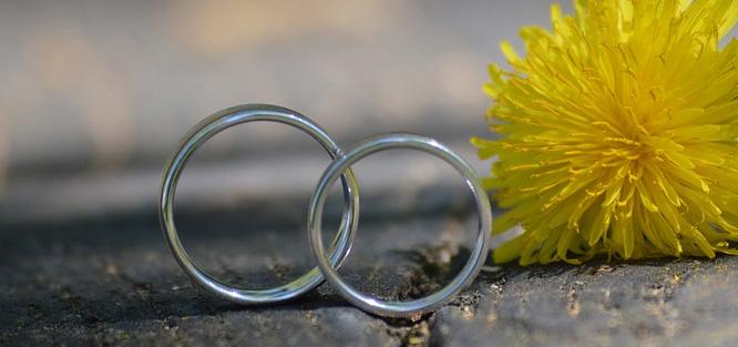 Stejné svatební prsteny