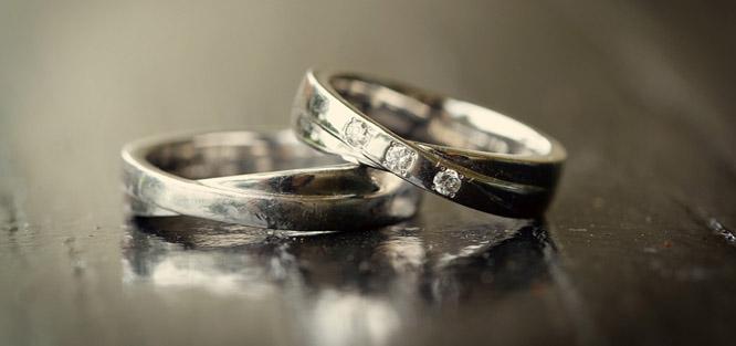 Netradiční snubní prsteny se zvláštním symbolem