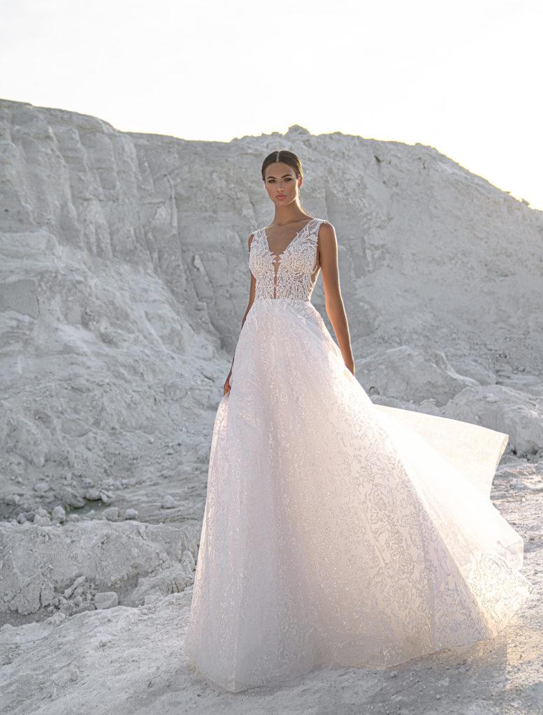 Svatební šaty 2022 trendy v lesku a třpytu